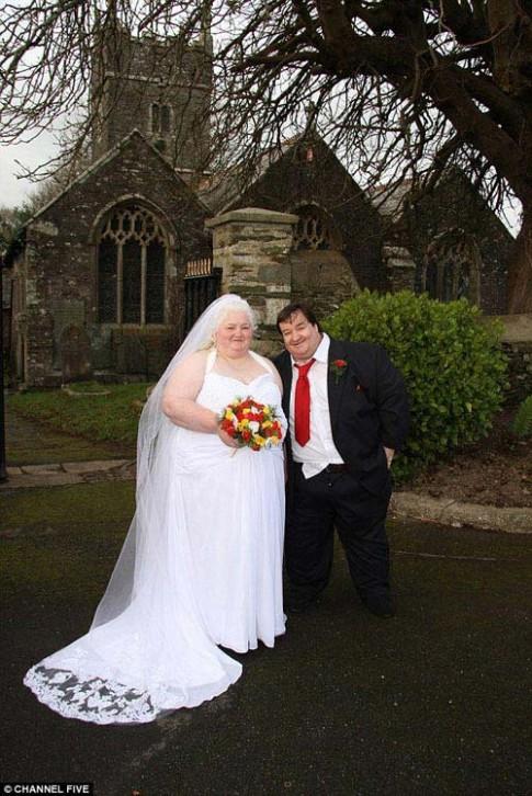 Cặp đôi nặng 540kg chi ba nghìn bảng Anh để tổ chức đám cưới