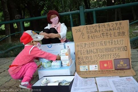 Cha giả phụ nữ bán băng vệ sinh để kiếm tiền cứu con