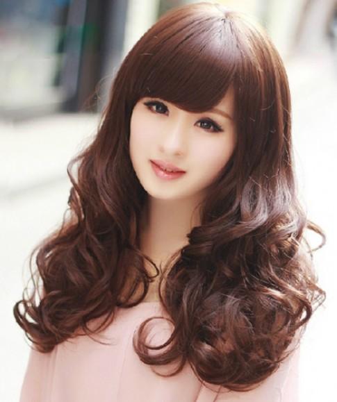 Chia sẻ bí quyết cho mái tóc suôn mượt, bồng bềnh.