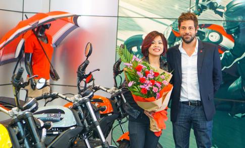 Chủ nhân đầu tiên của Ducati Scrambler Sixty2 là một nữ biker Việt