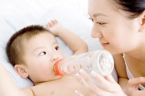 Chuẩn lượng sữa con uống từng tháng tuổi