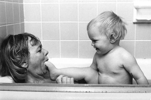 Chùm ảnh: Cách chăm con của các bà mẹ 50 năm trước