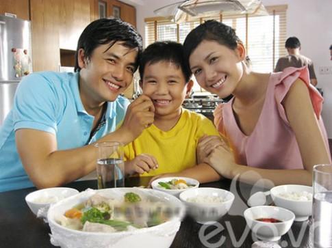 Chuyện chưa biết về trẻ em Việt đi quay quảng cáo