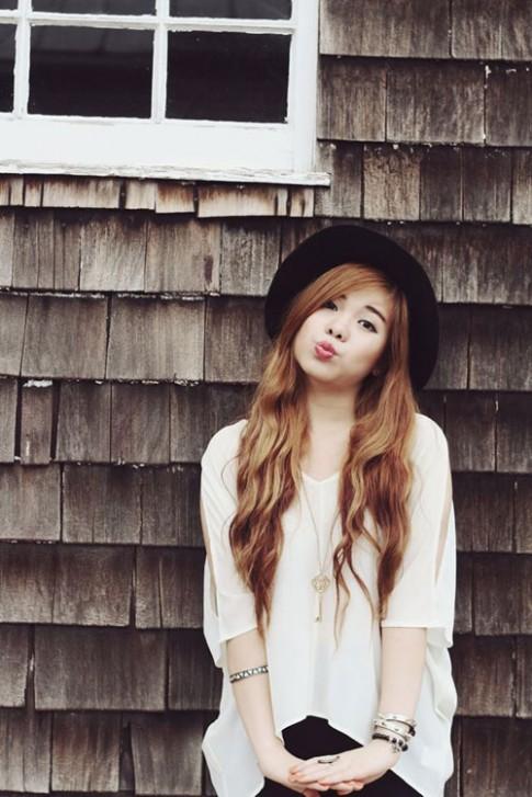 Cô gái Việt có đôi môi quyến rũ mê hoặc cư dân mạng