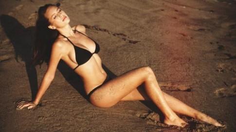Con gái tài tử Hollywood khoe thân hình hoàn hảo khó tin