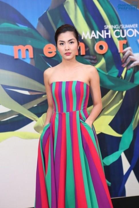 Cơn sốt váy kẻ 'mê hoặc' Sao Việt