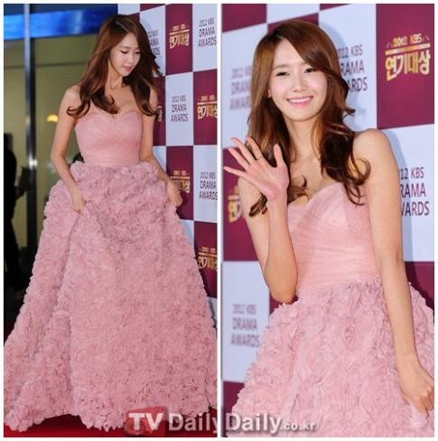 'Đã mắt' ngắm thời trang thảm đỏ sao Hàn