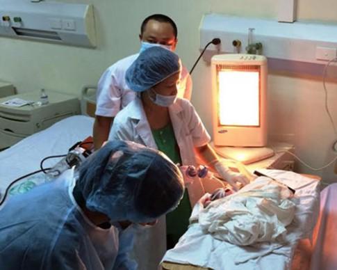 Dân mạng xúc động với em bé chào đời từ người mẹ hôn mê