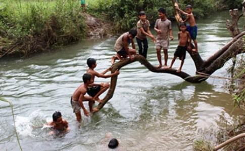 Dạy bơi cho trẻ: Yêu cầu của Bộ bị 'chìm nghỉm'?