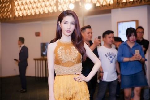 Diện váy tua rua, mĩ nhân Việt ai cũng đẹp rạng ngời