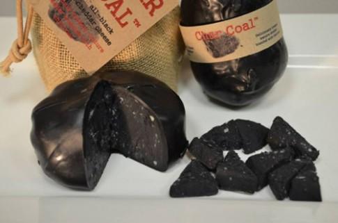 Độc đáo: Pho mát được làm từ... than