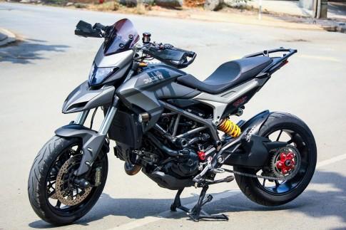 Ducati Hyperstrada với bộ cánh sơn tem đấu siêu ngầu của biker Sài Gòn