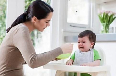 """Ép con ăn là mẹ """"bạo hành"""" con"""