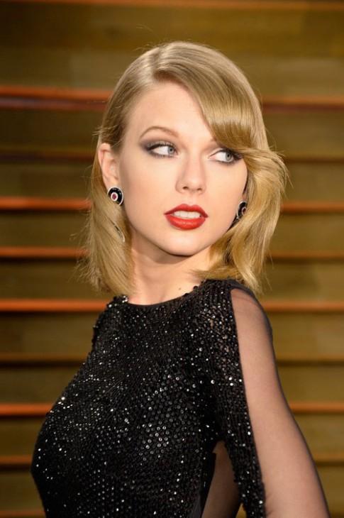"""Eva """"soi"""" 20/3: Taylor Swift bị tố """"chảnh chọe"""""""