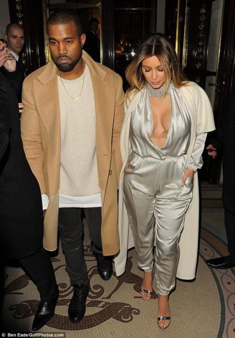"Eva ""soi"" 22/1: Kim Kardashian hững hờ vòng 1"