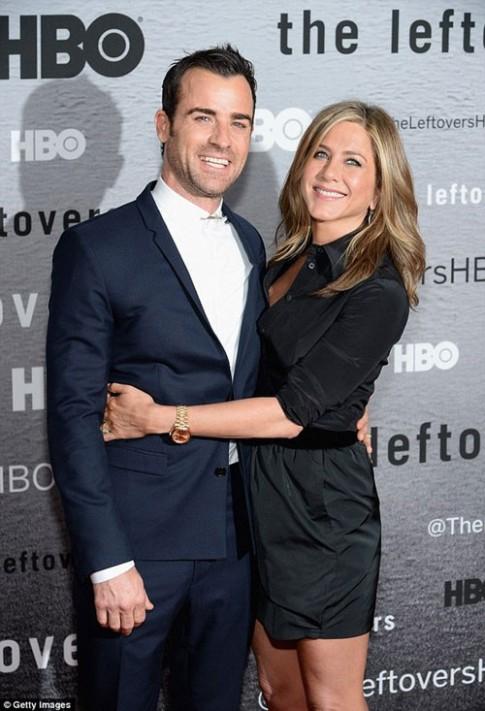 "Eva ""soi"" 24/6: Jennifer Aniston dập tin đồn tan vỡ"