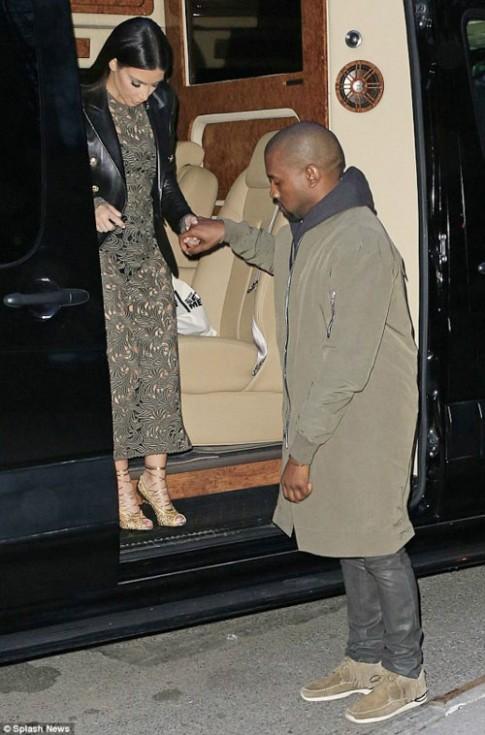 "Eva ""soi"" 27/3: Kim buồn vì Kanye ngoại tình"