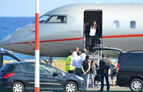 """Eva """"soi"""" 29/8: Angelina Jolie không mời bố tới đám cưới"""