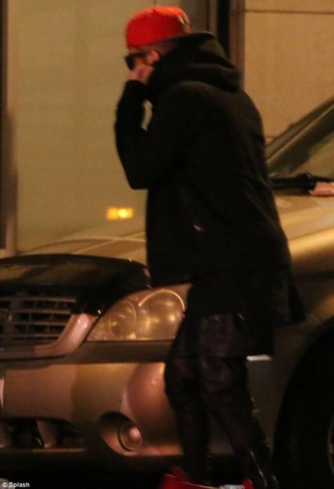"""Eva """"soi"""" 31/3: Justin dẫn gái lạ về khách sạn"""