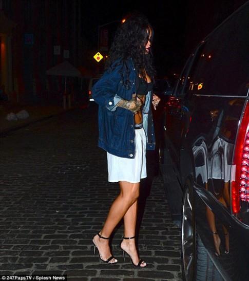"Eva ""soi"" 31/7: Rihanna mặc nội y ra phố"