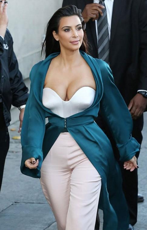 """Eva """"soi"""" 5/8: Kim Kardashian o ép vòng 1"""