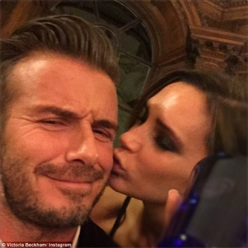 "Eva ""soi"" 6/10: Victoria gây sốt khi hôn Beckham"