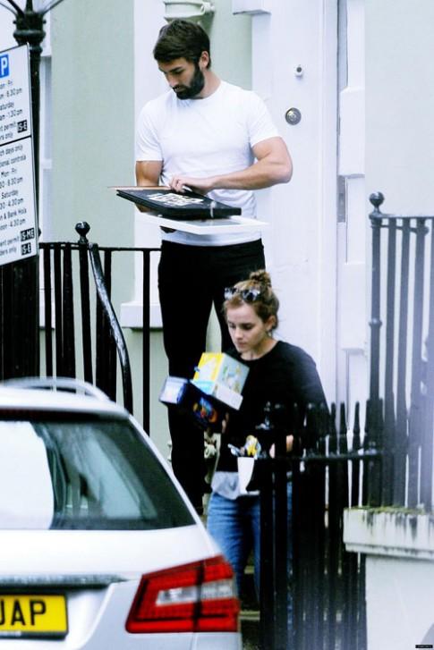 """Eva """"soi"""" 8/9: Emma Watson sống cùng bạn trai"""