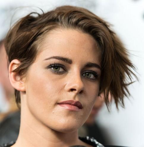 "Eva ""soi"" 9/10: Kristen Stewart lộ mặt chi chít mụn"