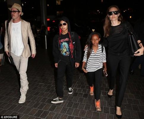 "Eva ""soi"" 9/6: Brad Pitt mặc áo con gái vẽ tặng"