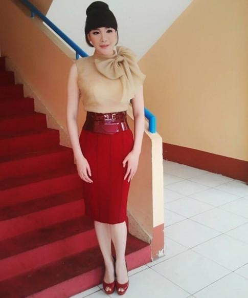 Fan 'chán nản' kiểu tóc của Hồ Quỳnh Hương