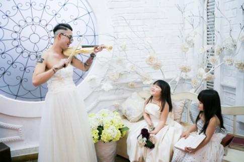 Gặp bố đơn thân gây xúc động khi mặc váy cưới vì con