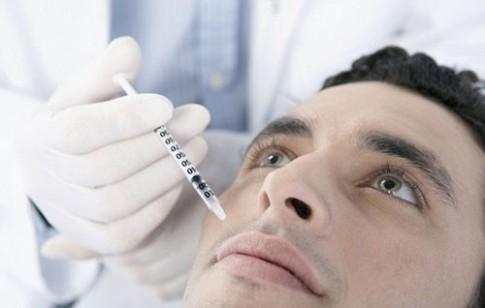 Hàng ngàn đàn ông nước Anh 'lén' đi tiêm botox