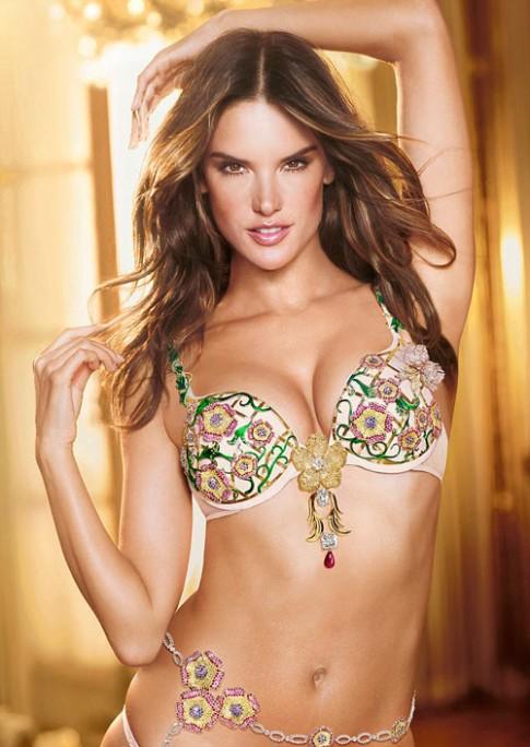 Hé lộ áo ngực triệu đô tại Victoria's Secret Show