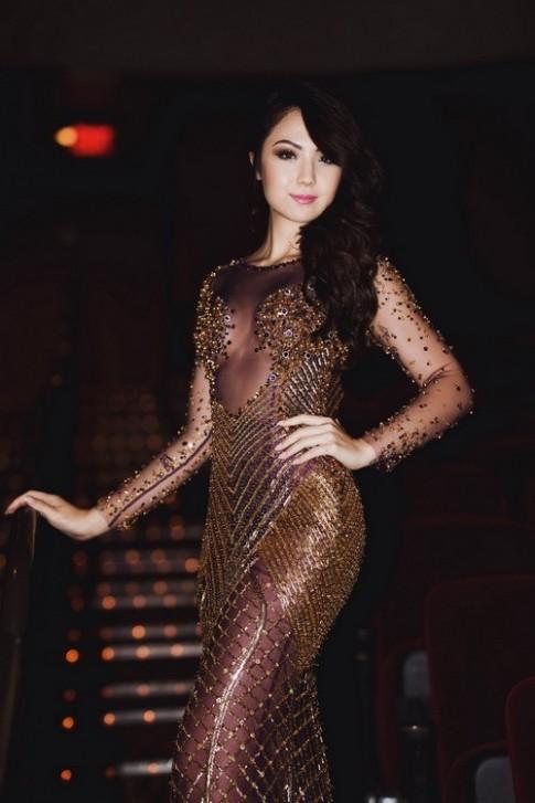 """HH Jennifer Chung mặc váy """"không nội y"""" bên mẹ"""