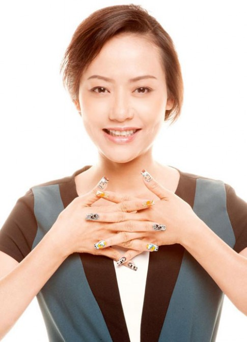Hồng Ánh vẽ nail để cứu tê giác