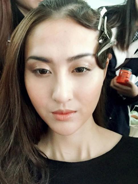 Hot girl Hà Lade tranh thủ làm tóc đón Tết