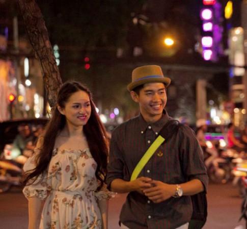 Hương Giang mặt mộc hẹn hò hotboy giữa khuya