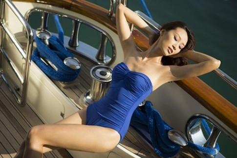 Huyền Trang sexy và hoang dại trên du thuyền