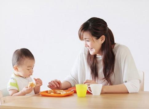 Khi nào nên cho bé tập nhai?