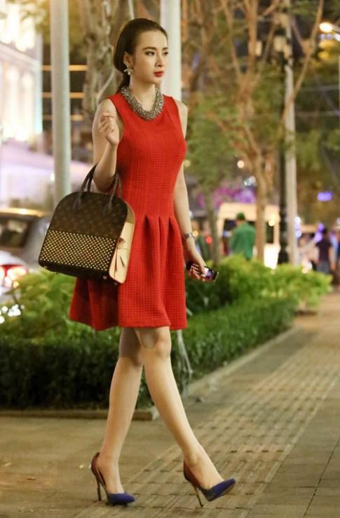 Kho hàng hiệu đồ sộ của Angela Phương Trinh
