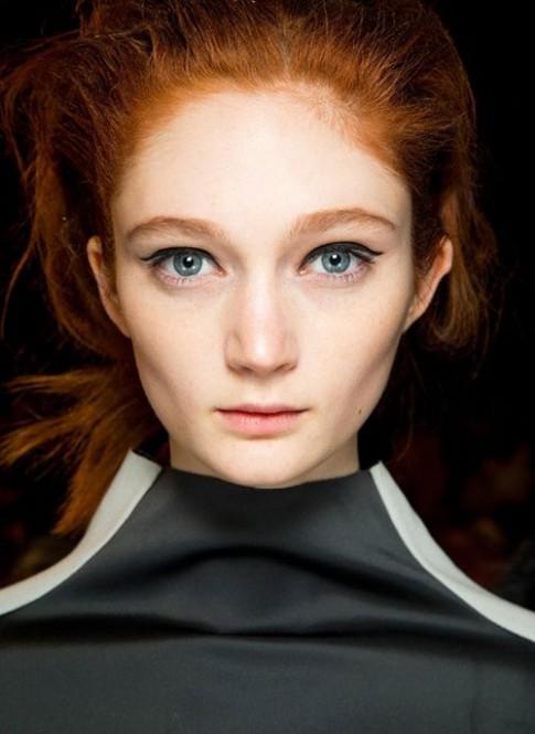 Kiểu trang điểm giúp đôi mắt to tròn hơn
