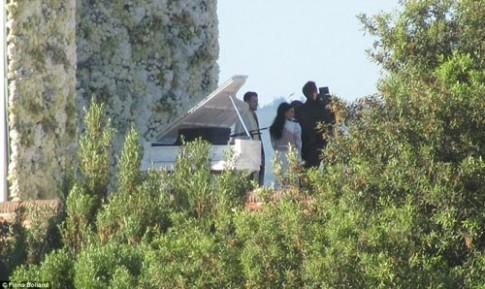Kim 'siêu vòng 3' diện váy cưới Givenchy lộng lẫy