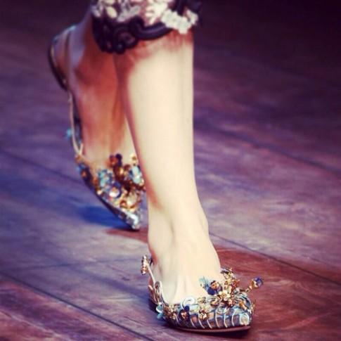 Lóa mắt xem giày túi siêu đẹp ở Milan