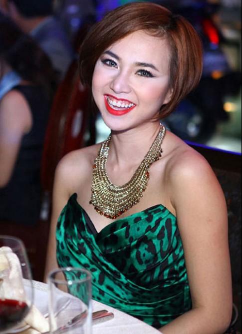 """Lỗi trang điểm sao Việt """"dính"""" nhiều nhất 2014"""