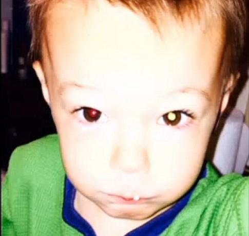 Ly kỳ bức ảnh chụp bằng Iphone cứu mạng em bé 2 tuổi