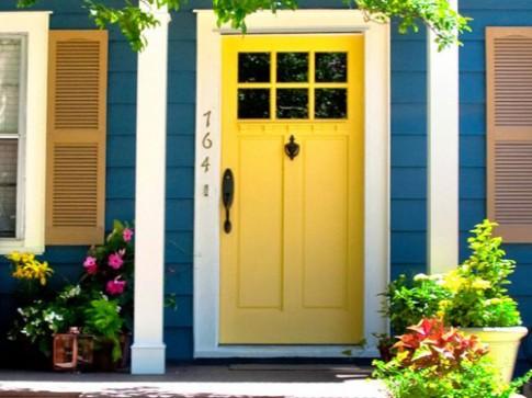 Mày mò sơn cửa đẹp cho hàng xóm 'lác mắt'