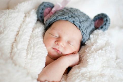 Mẹo giữ ấm cho bé yêu khi ngủ mùa đông