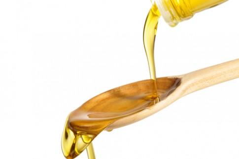 Mẹo sạch mụn bằng dầu olive