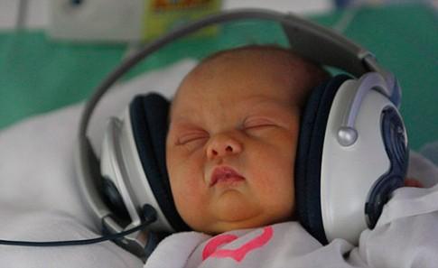 Mẹo tự kiểm tra bất thường trẻ sơ sinh