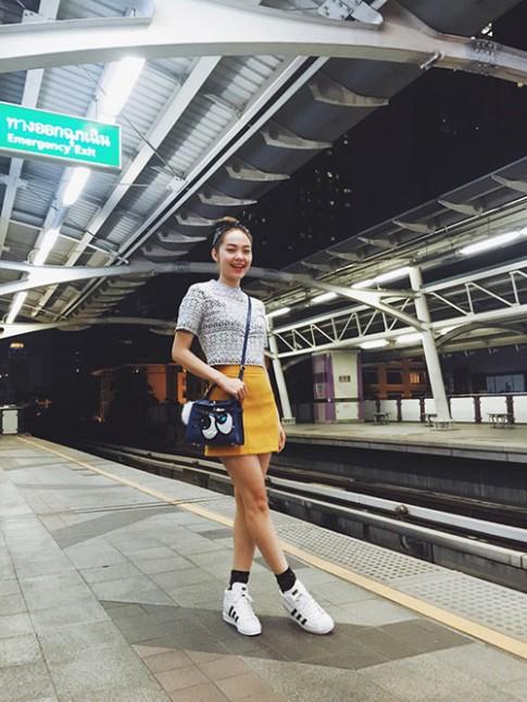 Minh Hằng khoe thời trang hè tươi rói ở Thái Lan